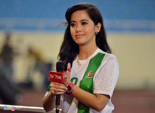 Photo of Inilah Putri Violla Reporter Bola Indonesia yang Cantik