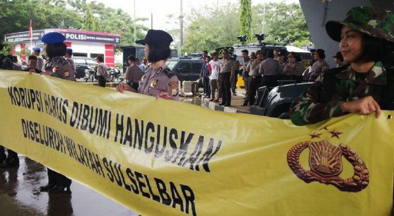 Hari Antikorupsi Dirayakan Oleh Polwan Cantik Di Makasar