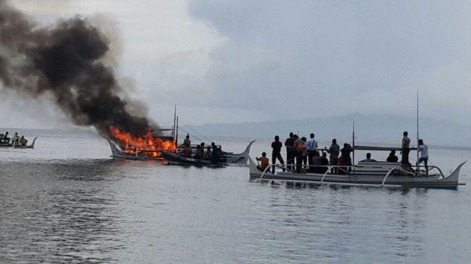 Kapal Filiphina dibakar setelah mencuri ikan indonesia