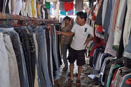 Dampak Penjualan Pakaian Bekas Import Bagi Pengusaha Kecil