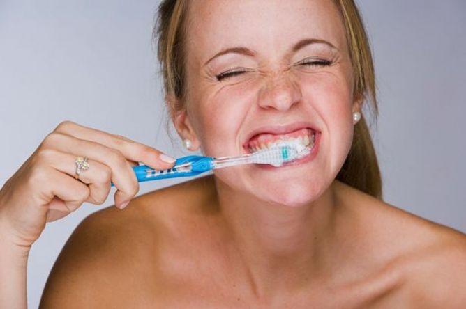 4 Mitos Perawatan Gigi yang Salah Kaprah