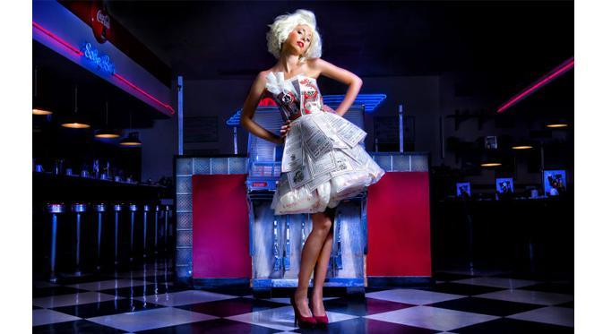 Desainer Ini Ubah Sampah Jadi Gaun yang Super Cantik