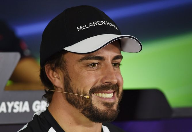 Photo of Fernando Alonso Tegaskan Akan Membalap di Sepang