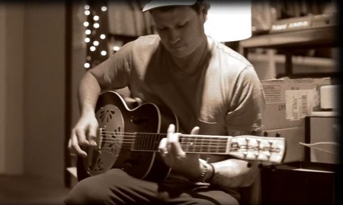Move On dari Blink-182, Tom DeLonge Rilis Album Solo