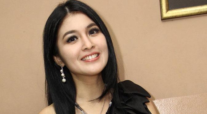 Nyaman dengan Pacar, Sandra Dewi Belum Targetkan Menikah