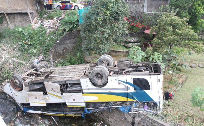 Pemerintah Akan Batasi Usia Pakai Bus dan Truk