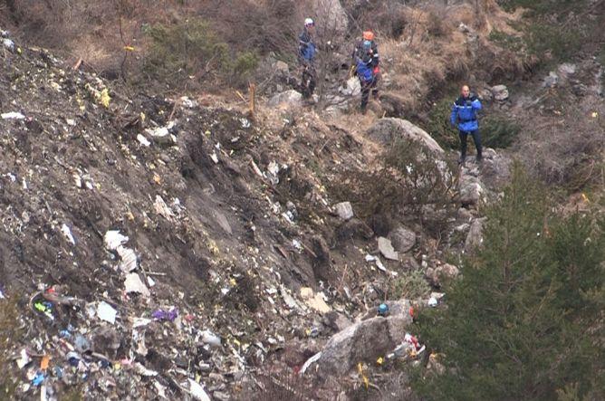 Pencarian Puing dan Korban Germanwings 4U 9525 Dilanjutkan