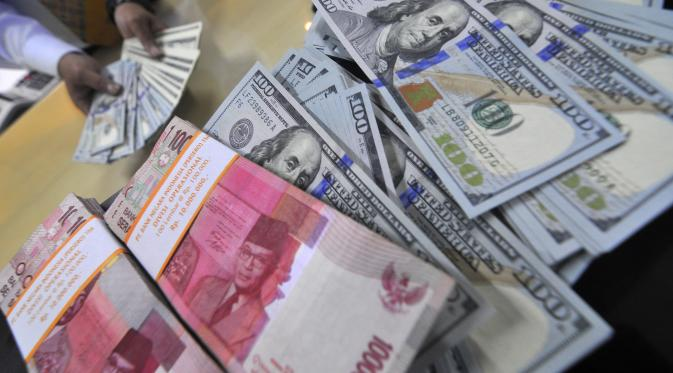 Rupiah Collapses, President Jokowi Seeks Aid from Economic Expert