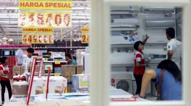Rupiah Merosot, Pengusaha Bimbang Naikkan Harga Produk Elektronik