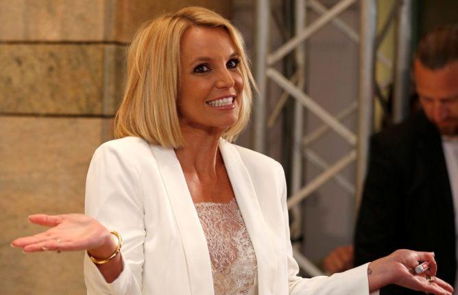 Sedang Menari di Panggung, Rambut Britney Spears Copot