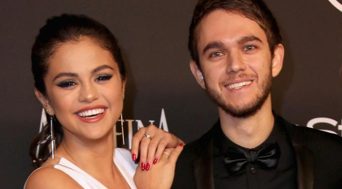 Selena Gomez Curi Perhatian Zedd dengan Pamer Tubuh Sambil Joget