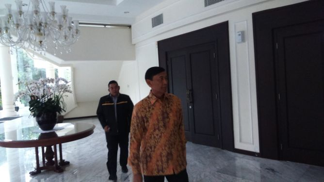 Wiranto Sambangi Kantor Wapres