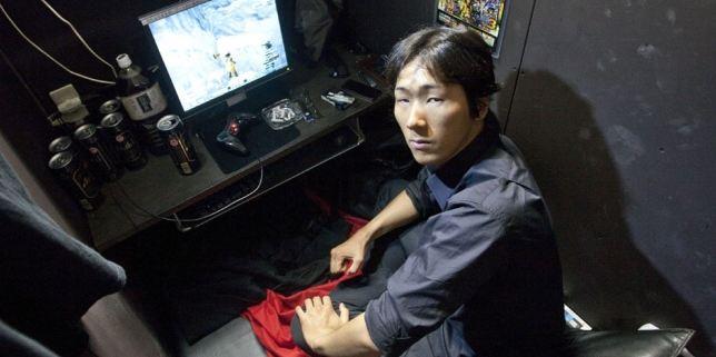 Tingginya Biaya Sewa Apartement, Pria Jepang Ini Tidur di Warnet