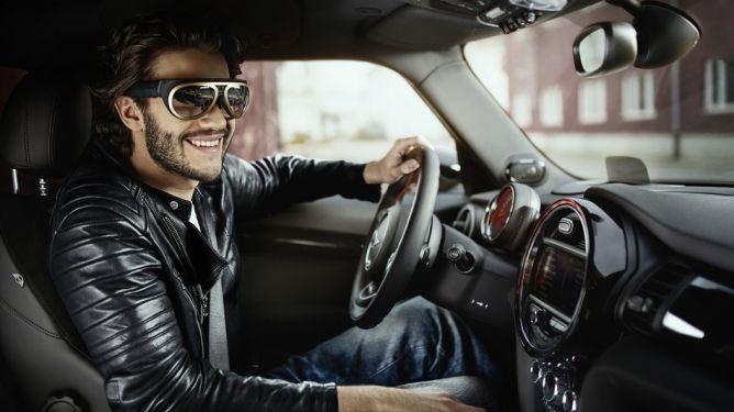 BMW Kembangkan Kacamata Berteknologi Augmented Reality