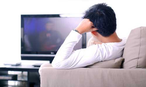 Bahaya Terlalu Lama Duduk Menonton TV