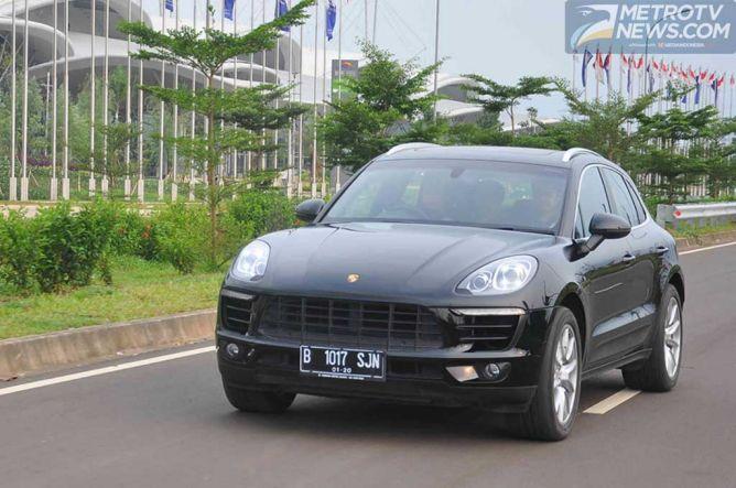 Bermain Dengan Porsche Macan S, SUV Mewah Kaya Fitur