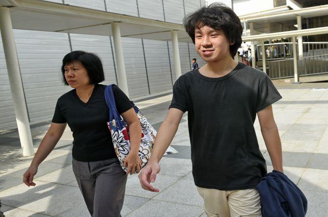 Hina Lee Kuan Yew, Remaja Singapura Ditangkap