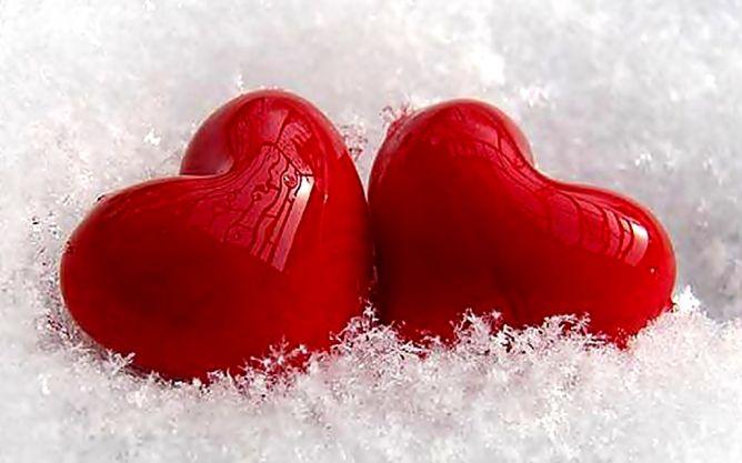Kenali Simbol Cinta Selain Peluk & Cium