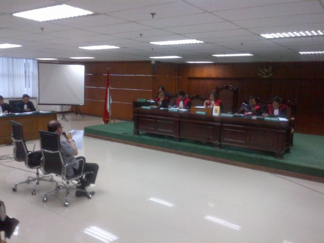 Kuasa Hukum Sutan Minta KPK Seret Anggota Komisi VII Periode 2009-2014