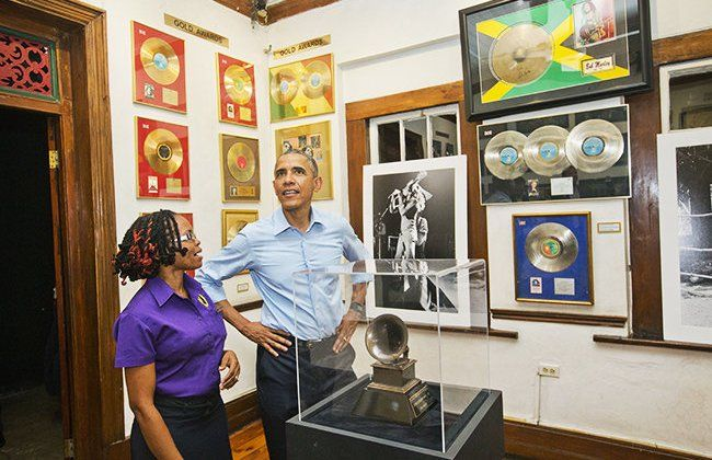 Obama Kunjungi Museum Bob Marley