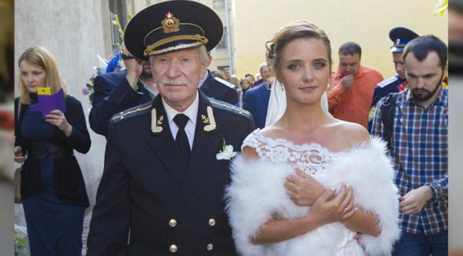 Aktor Berusia 84 Tahun Menikahi Gadis 24 Tahun