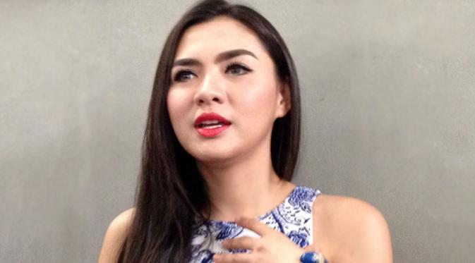 Vicky Shu Akan Berhijab Jika Sang Suami Mengijinkan