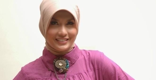 Arzetti Sedang Berduaan Dengan Perwira TNI Di Hotel