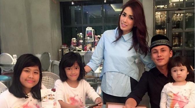 Ussy Batal Laporkan Akun FB Yang Mengklaim Putrinya