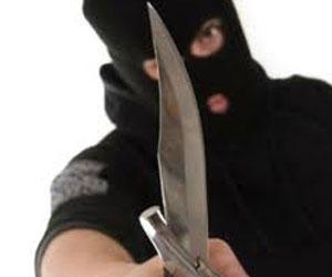Pencuri Bersenjata Clurit Membobol Toko