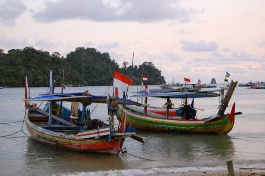 Nelayan RI Diusir Kapal Asing Di Perairan Sendiri