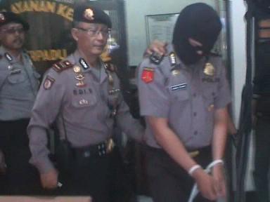 Polisi Gadungan Babat Uang Rp 52 Juta