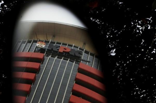 Barang Bukti Uang Suap Untuk DPRD Banten Dibungkus 8 Amplop