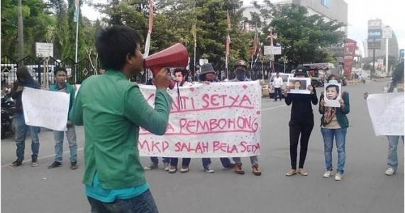 Aliansi Mahasiswa Makassar Demo Ingin Setya Novanto Mundur