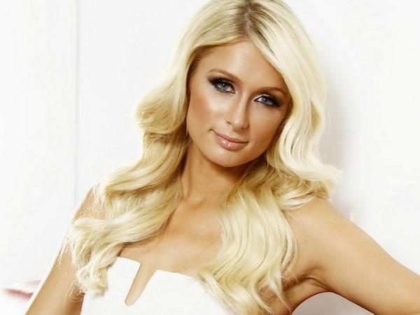 Paris Hilton Selalu Menghadirkan Sensasinya