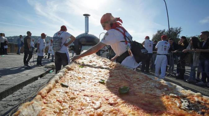 Photo of Italia Tetaskan Rekor Pizza Terpanjang