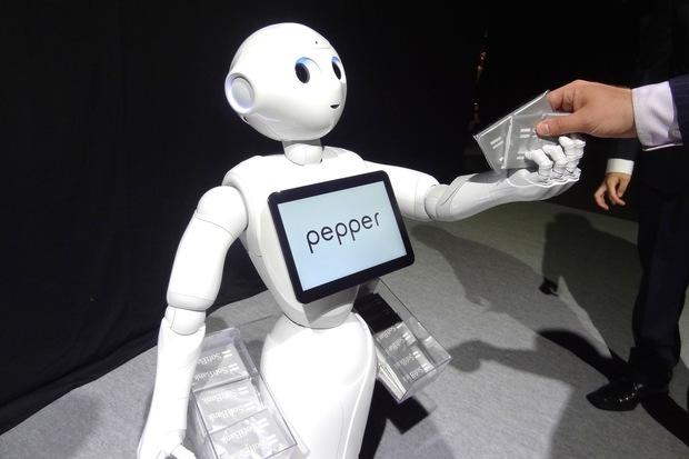 Photo of Wow, Robot Pepper Ini Dipekerjakan Sebagai Resepsionis Rumah Sakit