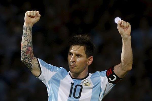 Photo of Pertarungan Vargas vs Messi Hebohkan Final Copa America 2016