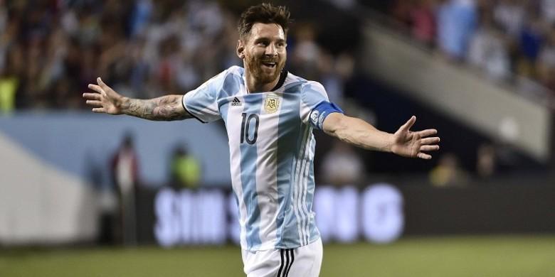 Photo of Hat-trick Messi Bikin Argentina Memimpin Klasemen