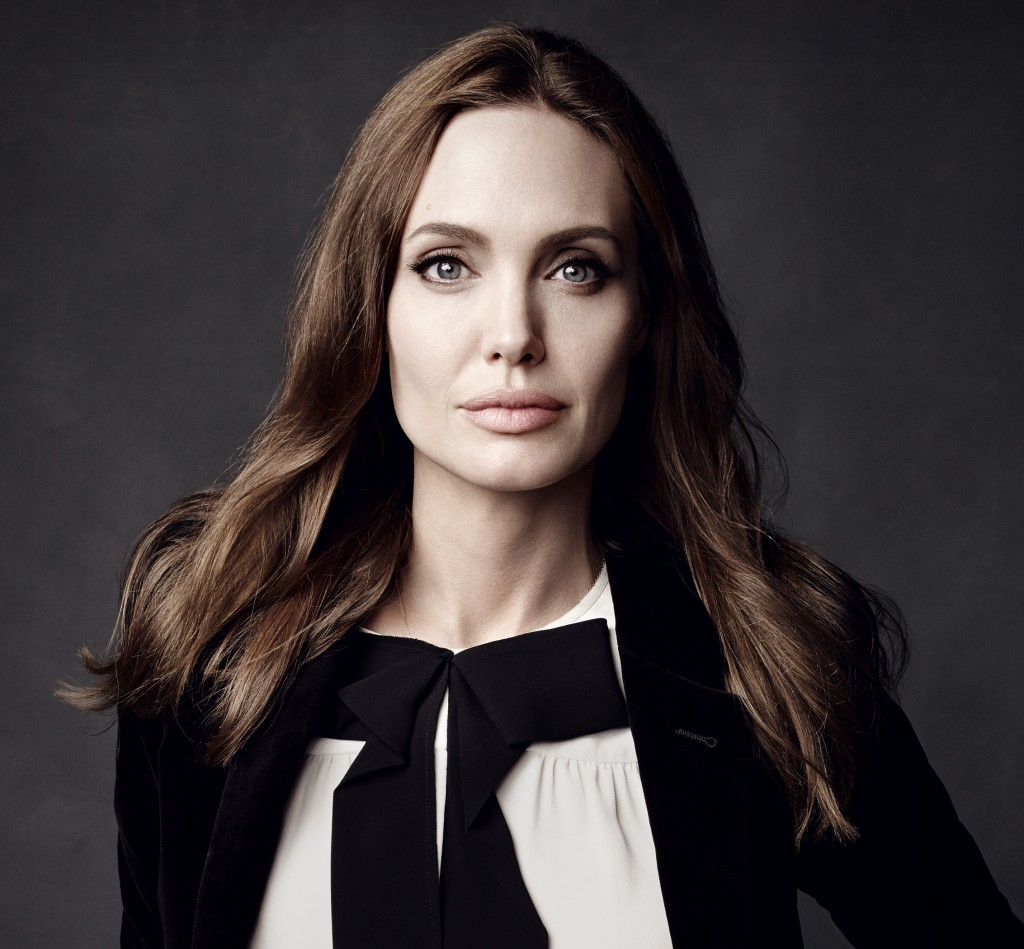 Angelina Jolie Miliki Hubungan Dekat Dengan Daniel Craig 1
