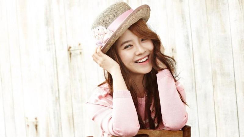Song Ji Hyo Enggan Kenakan Make-Up Saat Bepergian 1