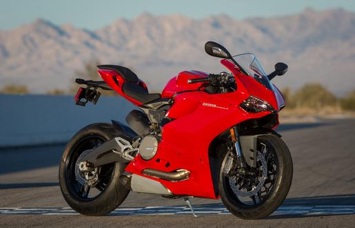 Ducati Panigale 899 Andalkan Mesin Superquadro L Twin 899 cc 1
