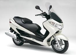 Suzuki Burgman 400 ABS, Motor Matic Berfungsionalitas Tinggi 1
