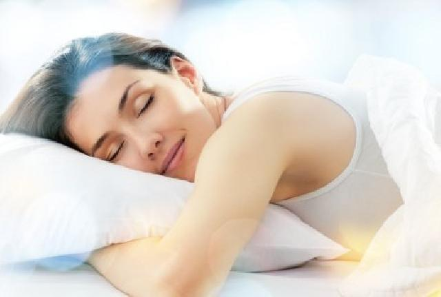 Photo of Miliki Kebiasaan Tidur Tengkurap? Waspadai 8 Bahayanya Untuk Kesehatan
