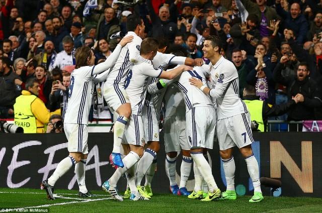 Sukses Cetak Gol, Benzema Kembali Torehkan Rekor Top Skor