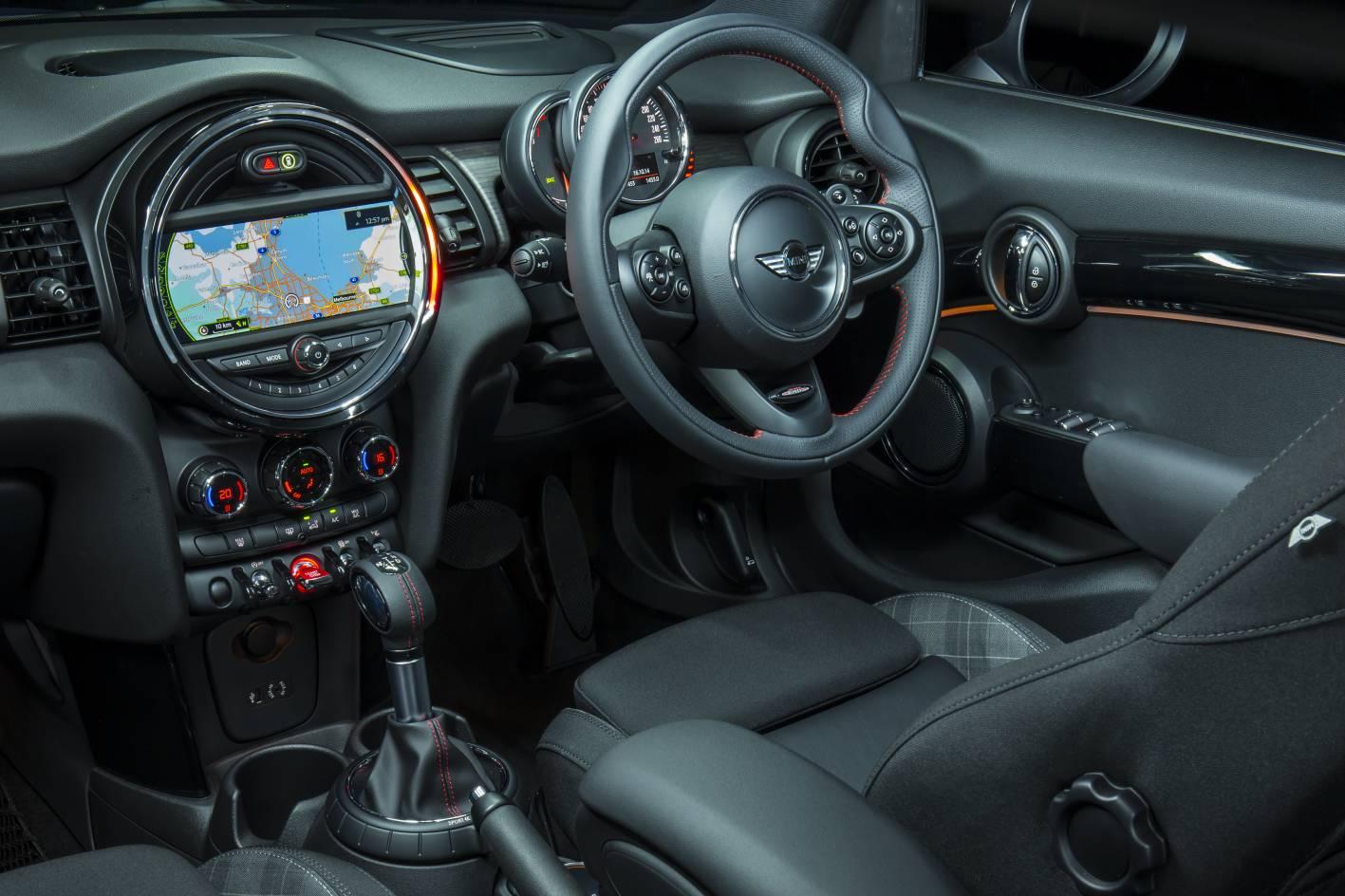 Mini Cooper 5 Door Andalkan Mesin Twinpower Turbo 1.499 cc 2